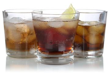 Whisky, Alkohol und Cola mit Eiswürfeln
