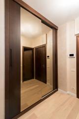 Sliding-door mirror wardrobe