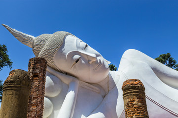 big white reclining buddha statue in thai temple
