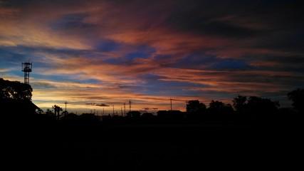 住宅街と夕陽