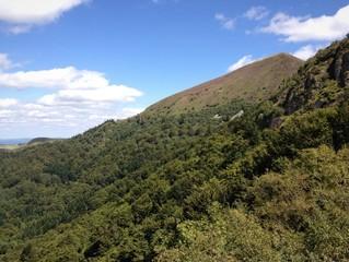Alvernia, Francia - i monti Puys Massiccio Centrale