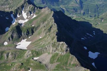 Hautes Pyrénées, crête vue depuis le sud du pic Du Midi