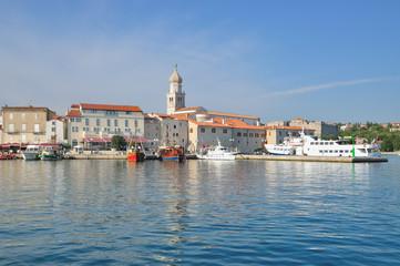 im Hafen von Krk Ort auf der Urlaubsinsel Krk in Kroatien
