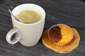 Heerlijke verse koffie met muffin