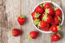 "Постер, картина, фотообои ""Red strawberry in a bowl"""