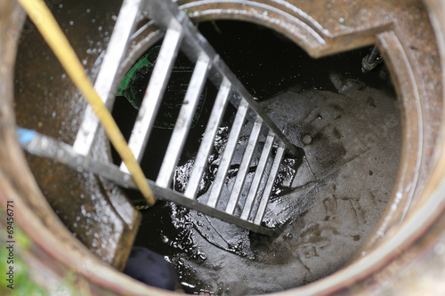 Zisterne, cleaning water cistern - 69456771