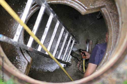 Zisterne, cleaning water cistern - 69456945