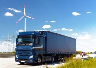 LKW auf Autobahn // Truck on highway