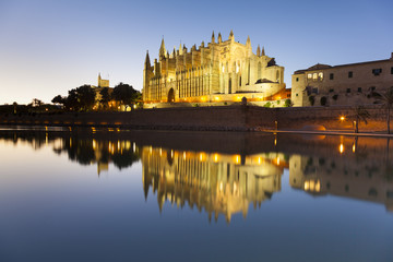 Cathedral of Palma de Mallorca at sunset, Balearic Island, Spain