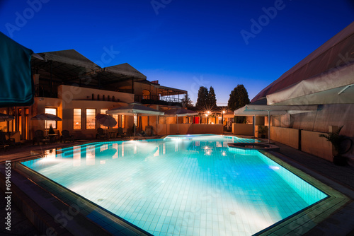 Modern house  swimming pool night - 69465551
