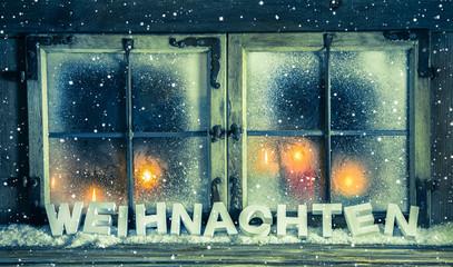 Stimmungsvolle Weihnachtskarte mit Text und Kerzen