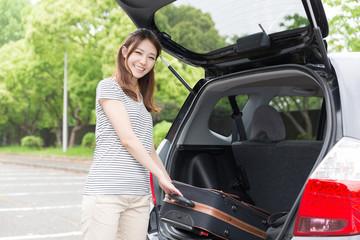 女性と自動車