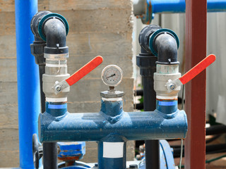 Manometer on two pipes