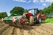 Leinwanddruck Bild - Getreideanbau, Schlepper mit Driillmaschine