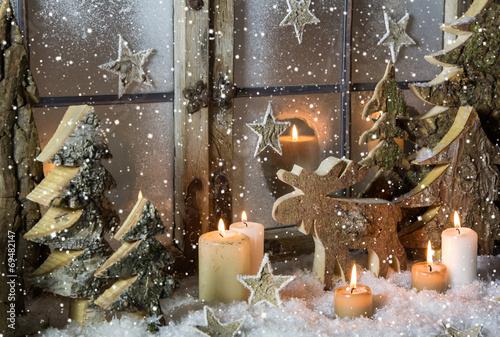 nat rliche weihnachtsdekoration mit kerzen und holz. Black Bedroom Furniture Sets. Home Design Ideas