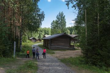 Малые Корелы, Россия.  Амбары в Пинежском секторе