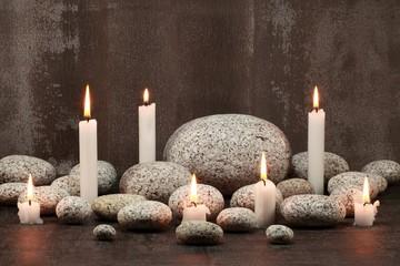 Stillleben : Kerzen und runde Steine