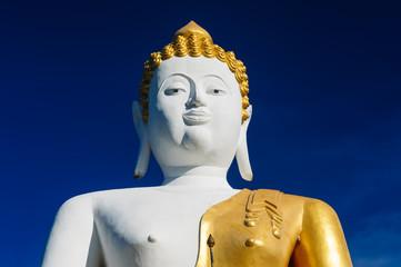 Buddha statue at Wat Doi Kham