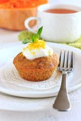 Pumpkin muffins with lemon sauce