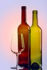 Weinflaschen und Weinglass