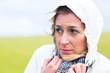 canvas print picture - Frau im Regenschauer an Nordsee Küste