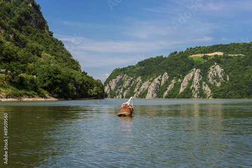 Papiers peints Riviere Danube canyon separating Serbia and Romania