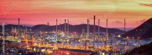 Oil refinery at twilight sky - 69510938