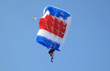 Paracadute blu bianco e rosso