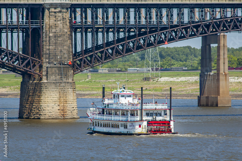Keuken foto achterwand Rivier Boat on Mississippi River in St. Louis, USA