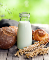 Milch und Backwaren