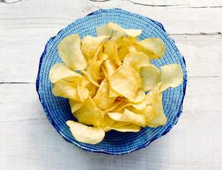 potato chips inside glass bowl