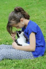 jeune fille et chaton