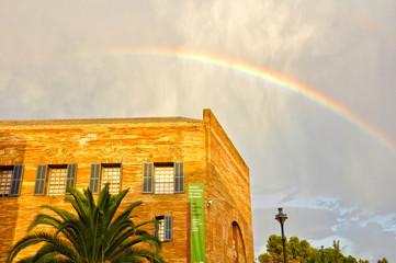 Arco iris sobre el Museo de Escultura de Mérida, España