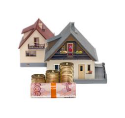 Диаграмма из денег на фоне двух моделей домов