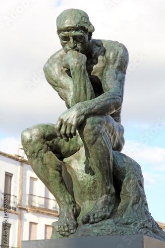 Papiers peints Statue The Thinker sculpture by Rodin,Caceres main square, Spain