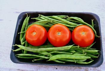 barquette de légumes d'été,tomate,haricot vert..
