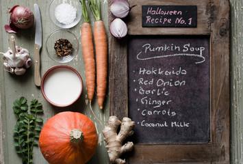 Zutaten für eine Kürbissuppe an Halloween