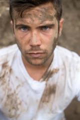 Portrait d'un ouvrier boueux