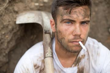Ouvrier jardinier - Pause cigarette 02