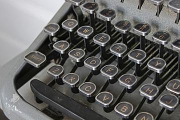 Typewriter - Qwerty Black Keys