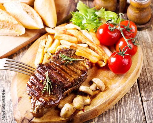 canvas print picture grilled steak with vegetables