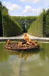 Brunnen mit Engeln im Garten von Schloss Versailles