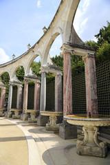 Collonade aus Marmorarkaden in Versailles