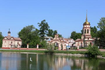Усадьба Алтуфьево с церковью Воздвижения Креста Господня.