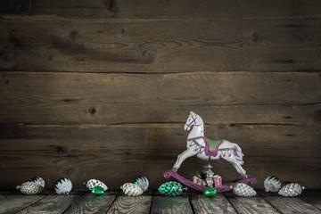 Weihnachtskarte mit Schaukelpferd - Hintergrund weihnachtlich