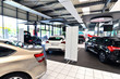 Showroom eines Autohauses - 69565799