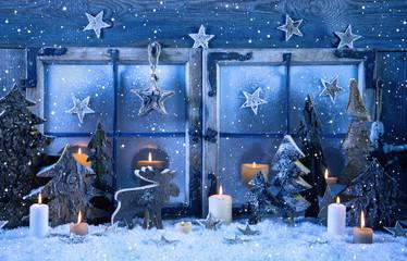 Weihnachtlicher Hintergrund in blau oder Weihnachtskarte Holz