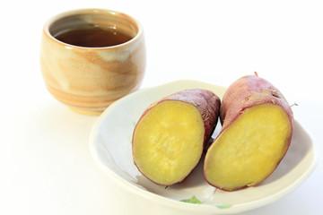 ふかし芋とお茶
