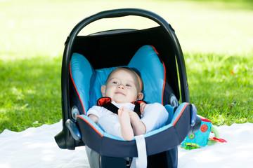 baby sitz in babyschale