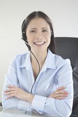 Business-Frau mit Headset , lächelnd, Porträt